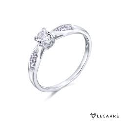 Solitario 4 garras con diamantes laterales