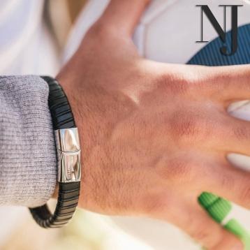 Hoy os presentamos una pulsera para hombre básica que combina cuero y acero a la perfección. Clásica y atemporal, ¡será perfecta para combinar con tu reloj Smart Watches preferido o lucirla sola! • • • #caravaca #pulserahombre #cehegin #comerciodecaravaca #bullas #caravacaOn #moratalla #pequeñocomercio #nuevajoyeriacaravaca