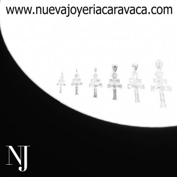 Estáis preparad@s? 👀 Muy pronto os enseñaremos los nuevos modelos de #Crucesdecaravaca que estamos realizando para vosotros, no os dejarán indiferen. • • • #nuevajoyeriacaravaca #joyeriadeconfianza #tallerartesanal #pequeñocomercio #murcia #cruzcaravaca #cruzoro