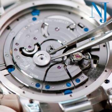 En Nuestro taller de relojería propio realizamos reparaciones de todo tipo de relojes mecánicos, automáticos y cuarzo. • • • #tallerderelojes #tallerpropio #caravaca #cehegin #comerciodecaravaca #bullas #caravacaOn